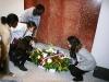 Remise de la gerbe par les élèves au monument aux morts