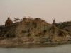 Vues de temples de Bagan depuis le fleuve